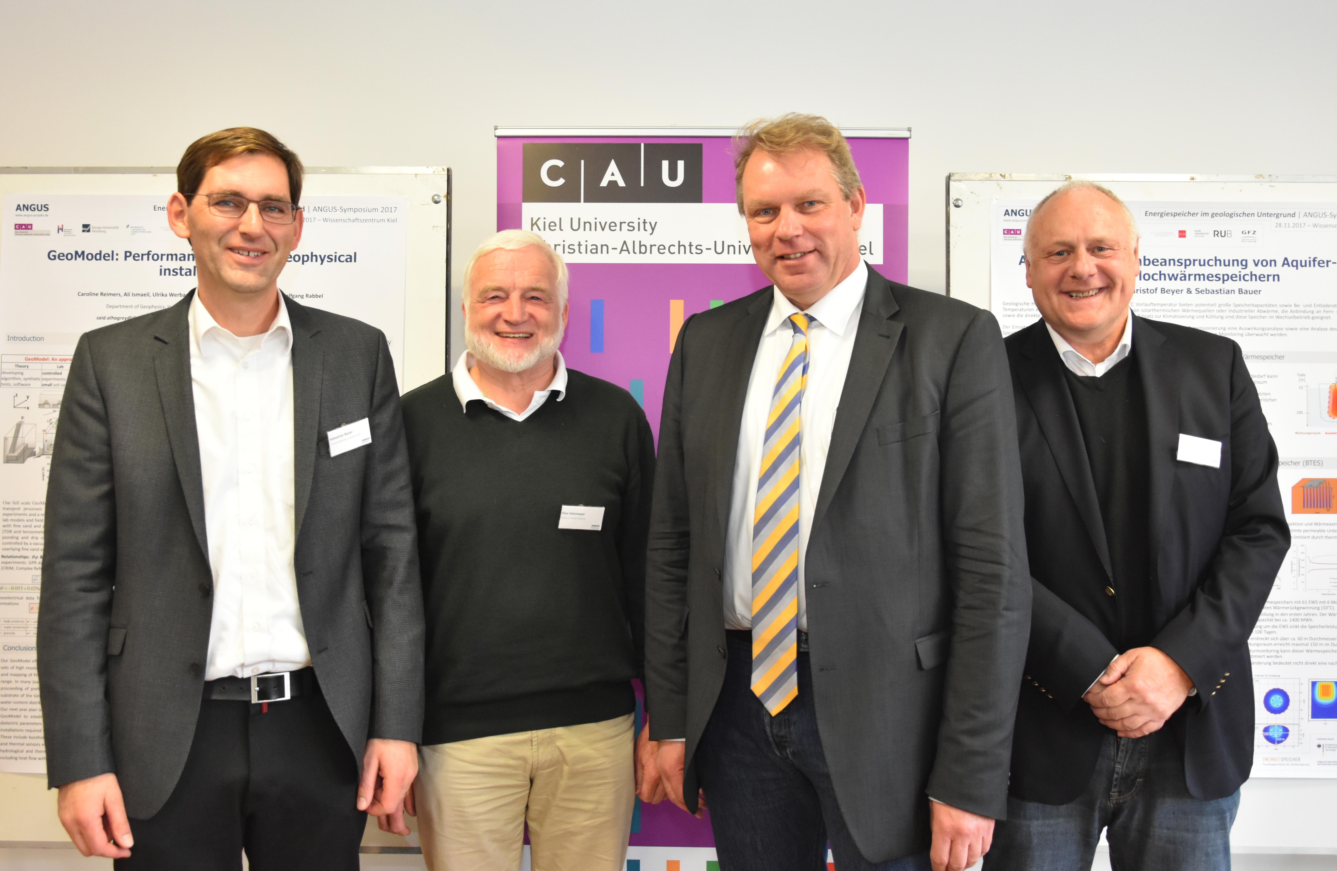 Präsentierten am 28. November das Forschungsprojekt ANGUS (v.l.): Sebastian Bauer, Olav Hohmeyer, Lutz Kipp, Andreas Dahmke. Foto/Copyright: Raissa Maas, CAU